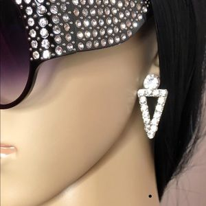 Jewelry - Stunning bling Drop down earrings